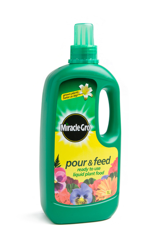 Miracle Gro Pour & Feed 1L
