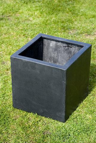 Poly Cubic Black 20cm