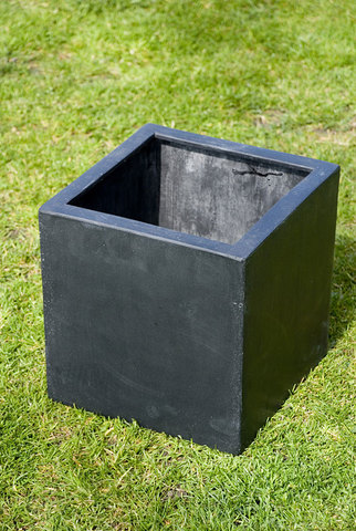 Poly Cubic Black 40cm